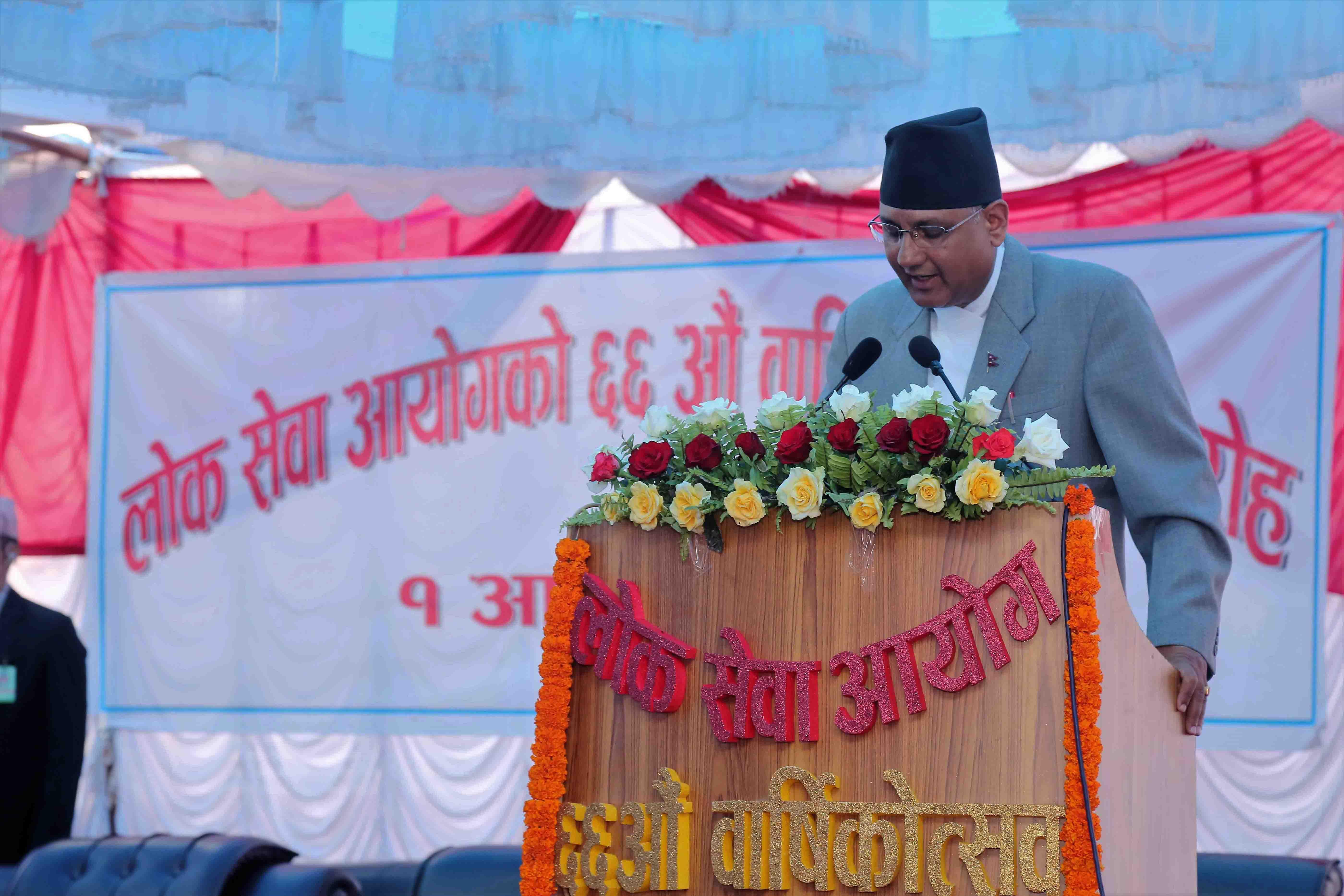 ६६ औं वार्षिकोत्सवको अवसरमा कार्यक्रम संचालन गर्नुहुँदै आयोगका सचिव श्री माधवप्रसाद रेग्मी